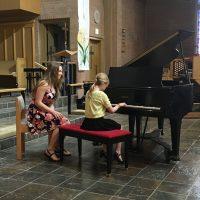 indv-piano-lesson-girl